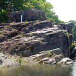 紅簾石片岩とポットホール