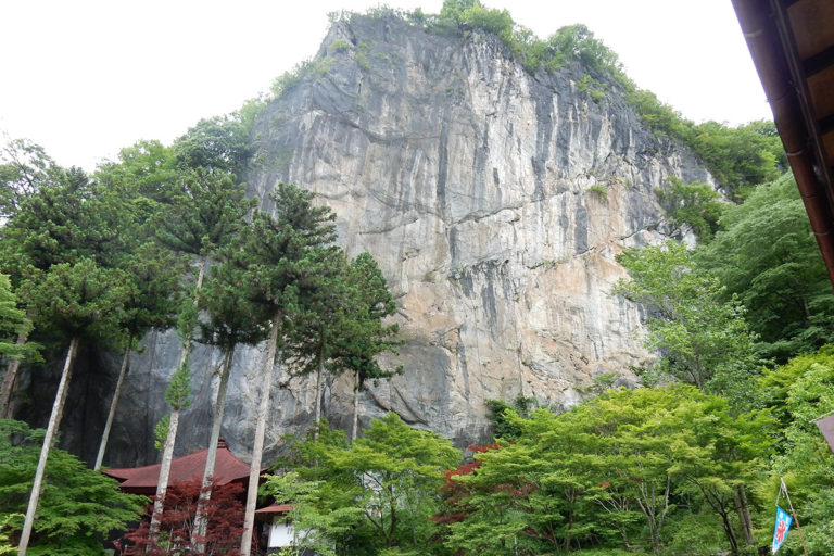 Limestone Body and Hashidate Shonyudo of Hashidate-do Temple (Chichibu Pilgrimage Temple No. 28)