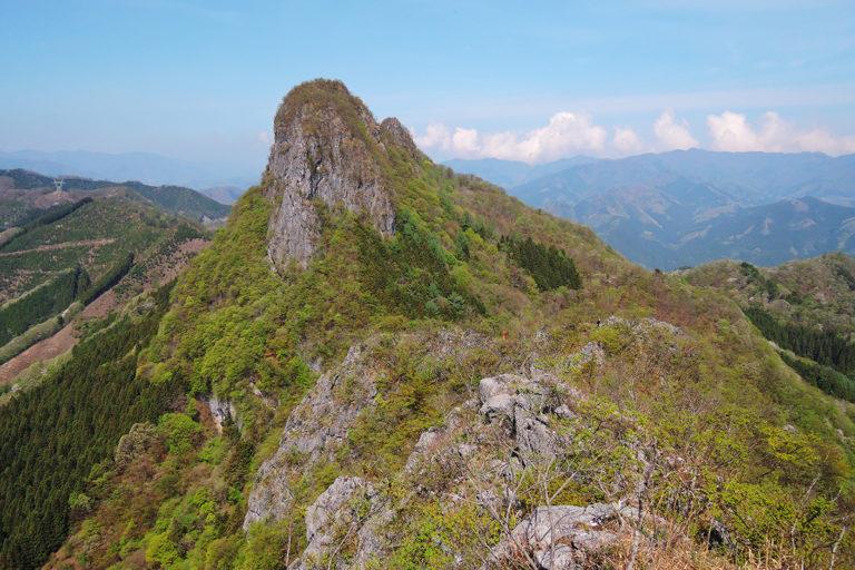 二子山の石灰岩岩壁