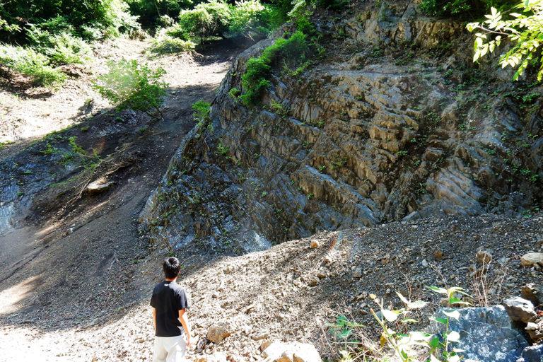 <ruby>皆本沢<rp>(</rp><rt>みなもとざわ</rt><rp>)</rp></ruby>の礫岩