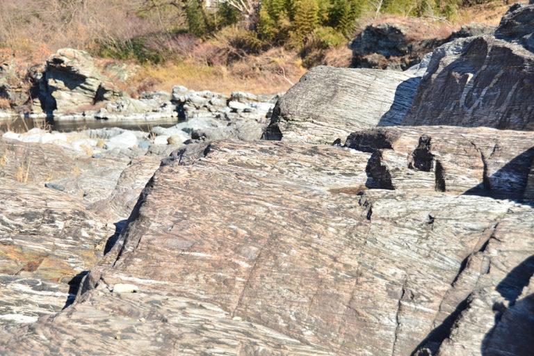 <ruby>虎岩<rp>(</rp><rt>とらいわ</rt><rp>)</rp></ruby>