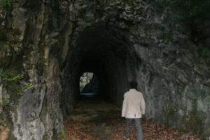 手掘りのトンネル