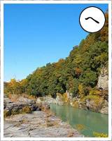 「へ」・・・片理と節理、うすくてはがれ易い「三波川帯(さんばがわたい)の変成岩」