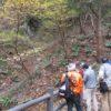 出牛(じゅうし)-黒谷断層 の見学 (和同開珎モニュメントの地)