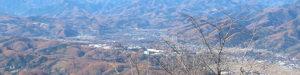美の山展望台からの盆地西側を望む